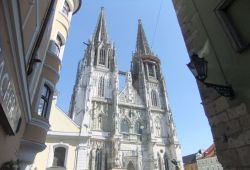 Cathedral of St. Peter and Paul in Regensburg_ © Manja Wolf